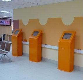 Напольный сенсорный  терминал/киоск